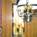 50er-Jahre-Klassiker-auf-herrlichem-Wassergrundstueck-Bleiglasfenster