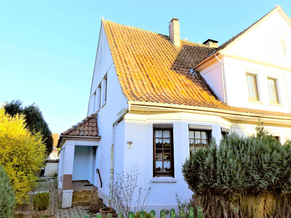 Doppelhaushaelfte-goldene-20er-Jahre-Brake-Ansicht