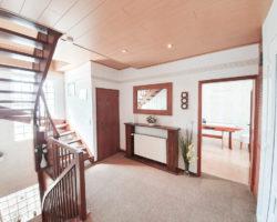 Doppeltes-Wohnglueck-auf-einem-Grundstueck-Brake-Treppenaufgang-EG