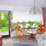 Ebenerdige-Wohnung-mit-Suedgarten-Brake-Sued-Wohnzimmer
