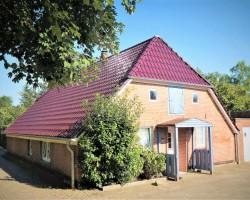 Einfamilienhaus-im-historisch-gewachsenen-Dorf-Alse-Hausansicht-2