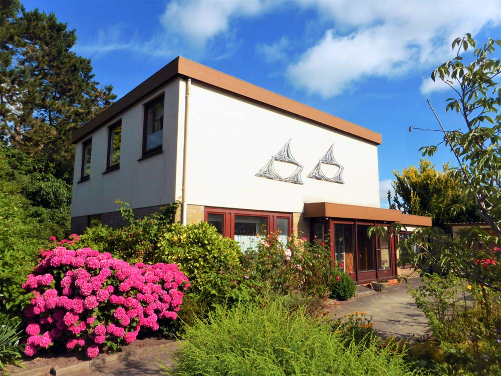Einfamilienhaus-in-wunderschoener-Lage-in-Brake-Haus