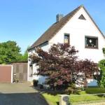 Einfamilienhaus-mit-schoenem-Garten-Brake-1
