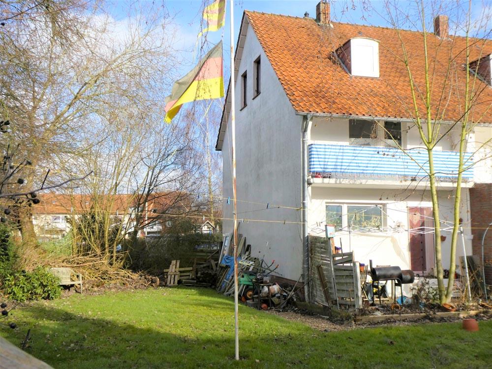 Haus-mit-Garten-in-Brake-Gartenansicht