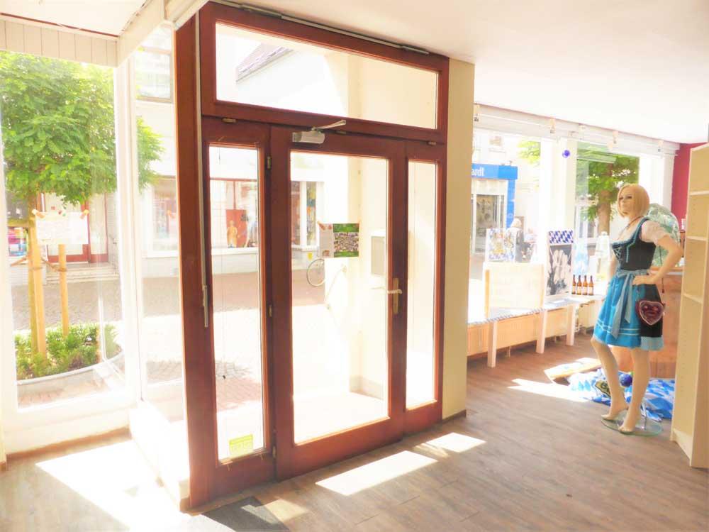 Historisches Wohngeschaeftshaus Brake Schaufensterflaeche