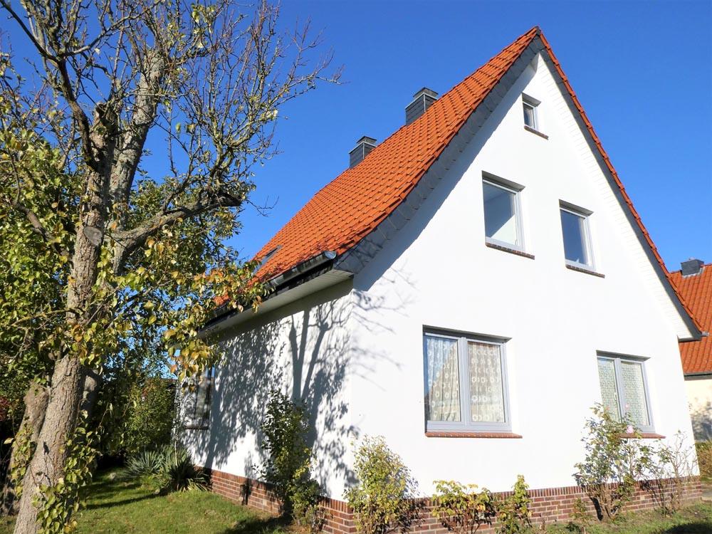 Kernsaniertes-Einfamilienhaus-Brake-Hausansicht