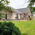 Luxus-Wohnhaus-Gartenansicht
