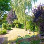 Mansardendachhaus-mit-Anbau-Garten-1