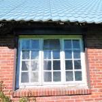 Resthof-in-Brake-mit-grossem-Grundstueck-Metalldach-mit-Sprossenfenster