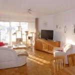 Schicke-Seniorenwohnung-mit-Balkon-und-Lift-Wohnzimmer