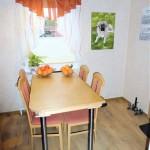 Schoene-Doppelhaushaelfte-mit-Garage-und-grossem-Garten-Esszimmer