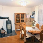 Schoene-Doppelhaushaelfte-mit-Garage-und-grossem-Garten-Wohnzimmer-2
