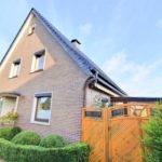 Wohnhaus-Brake-in-schoener-Lage-Strassenansicht