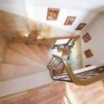 Wohnhaus-Brake-in-schoener-Lage-Treppenaufgang