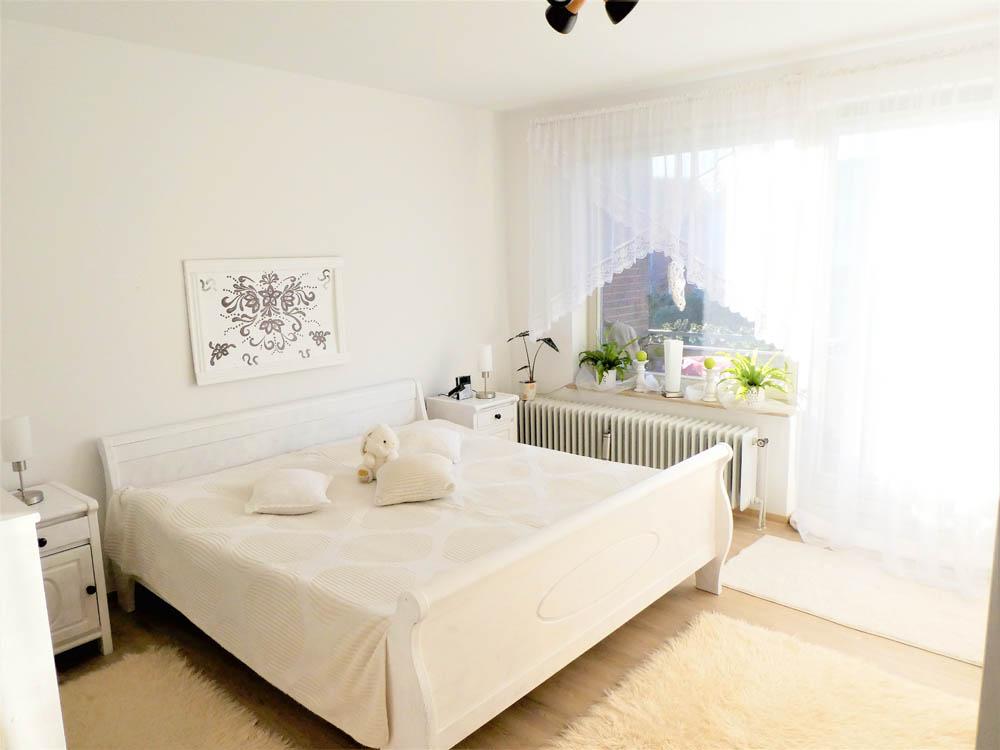 Wohnung-und-Kapitalanlage-in-Brake-Schlafzimmer