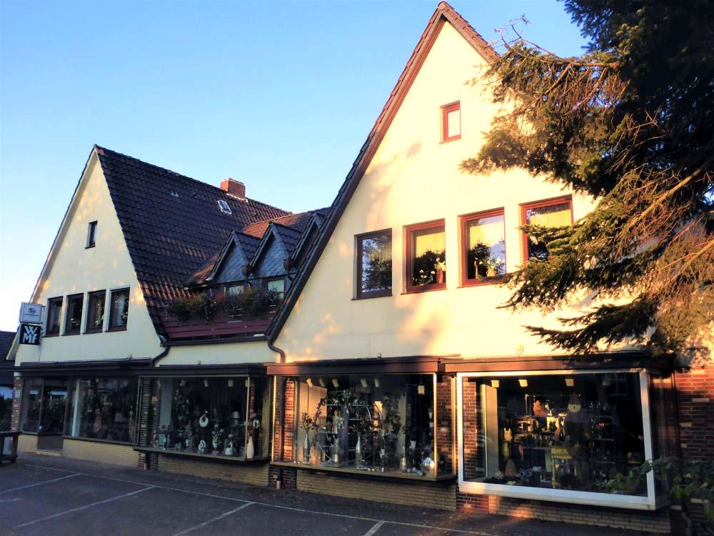 Zentrales-Mehrfamilienhaus-in-Brake-Strassenansicht